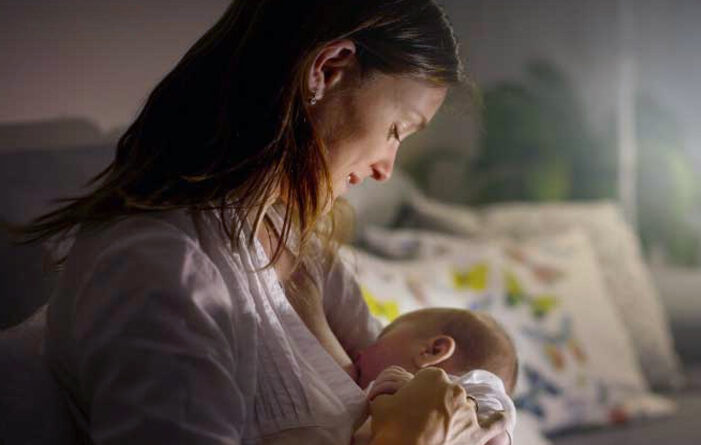 Posisi Menyusui Bayi Baru Lahir
